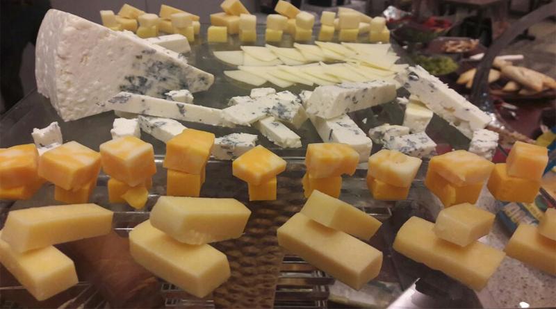 Embutidos, manzanas, uvas, arándanos y algunos quesos de EUA tendrán aranceles